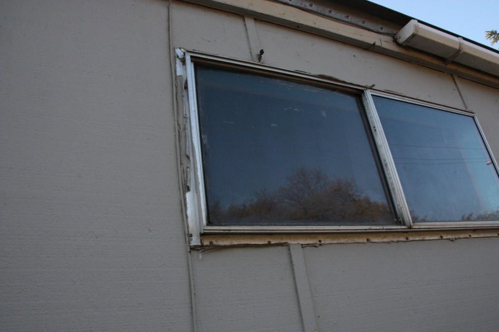"""Photo of windows show no """"trim"""""""