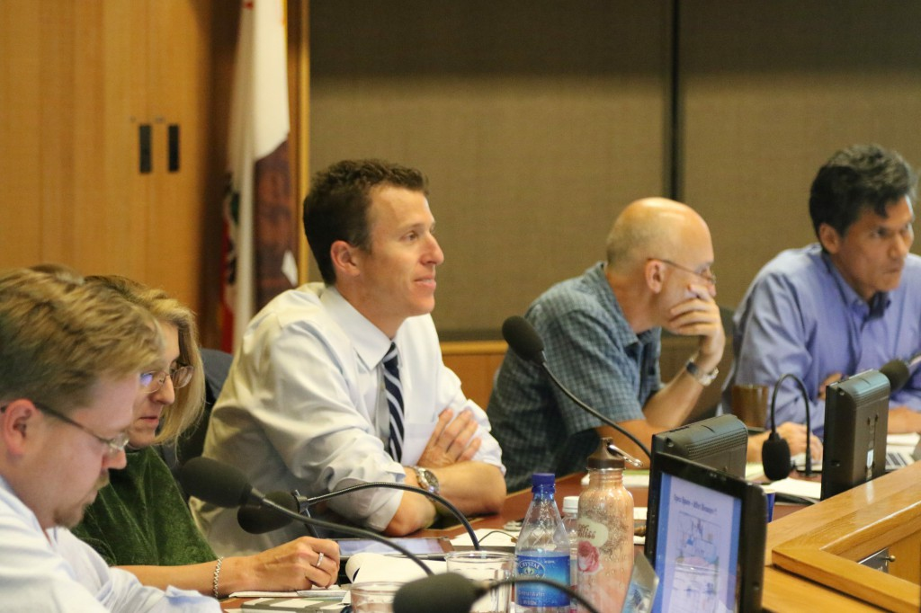 Davis Mayor Dan Wolk at the Council Meeting on Tuesday
