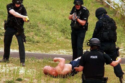 Police-Taser-Suspect