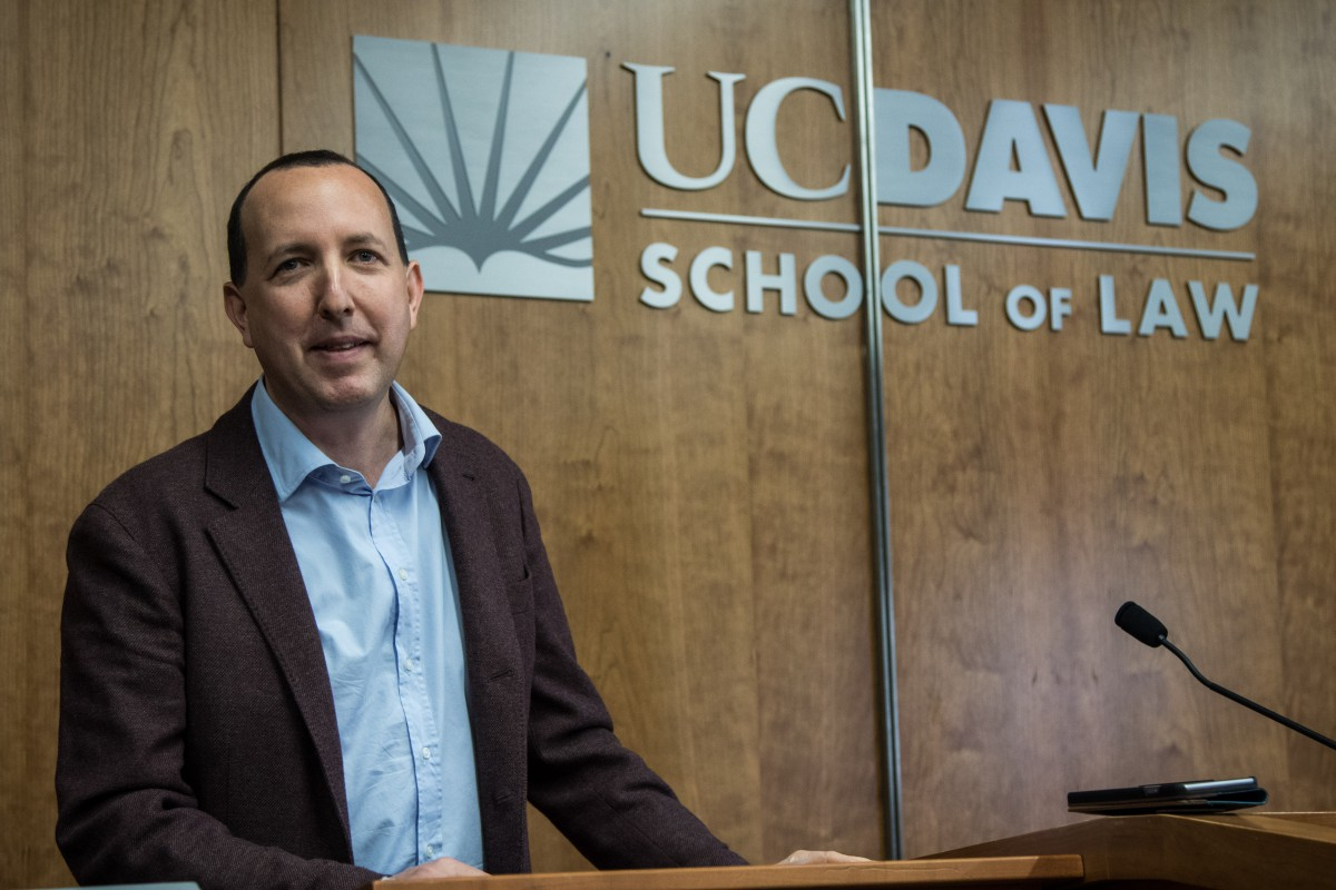 Ben Wizner speaks to students and faculty at the UCD Law School