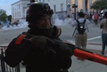 Footage Shows Police Officers Boxing in – 'Kettling' – Protestors Before Curfew