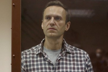 Russia Silences Navalny as Putin Moves to Shut Down Opposition Groups